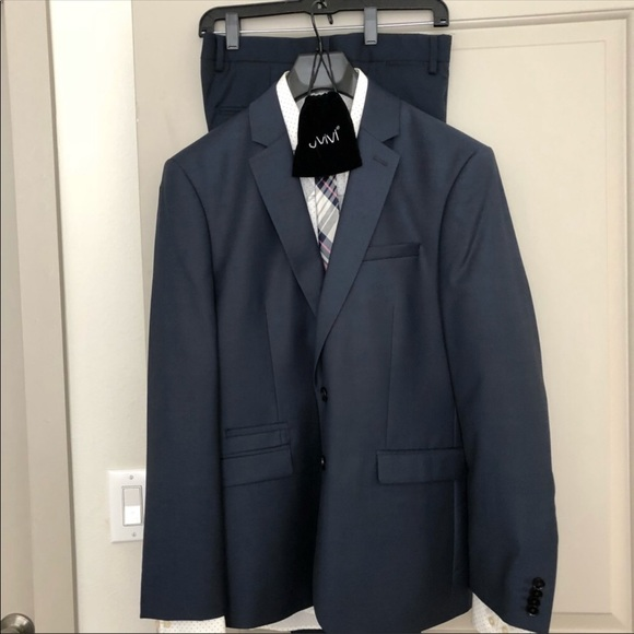 Men's Express Suit with Shirt, Tie, and Tie Clip